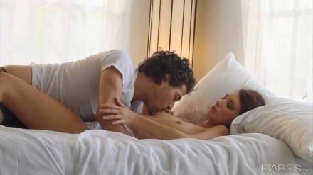 Брюнетка получила свою дозу сексуального наслаждения
