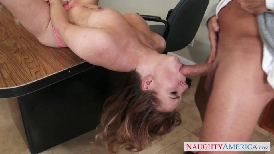 Её учитель захотел сочную киску