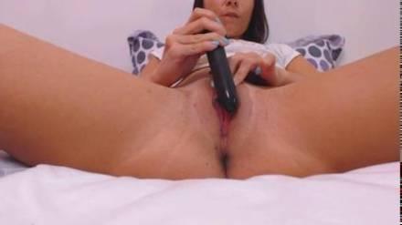 Camgirl Bea мастурбирует свою пизду