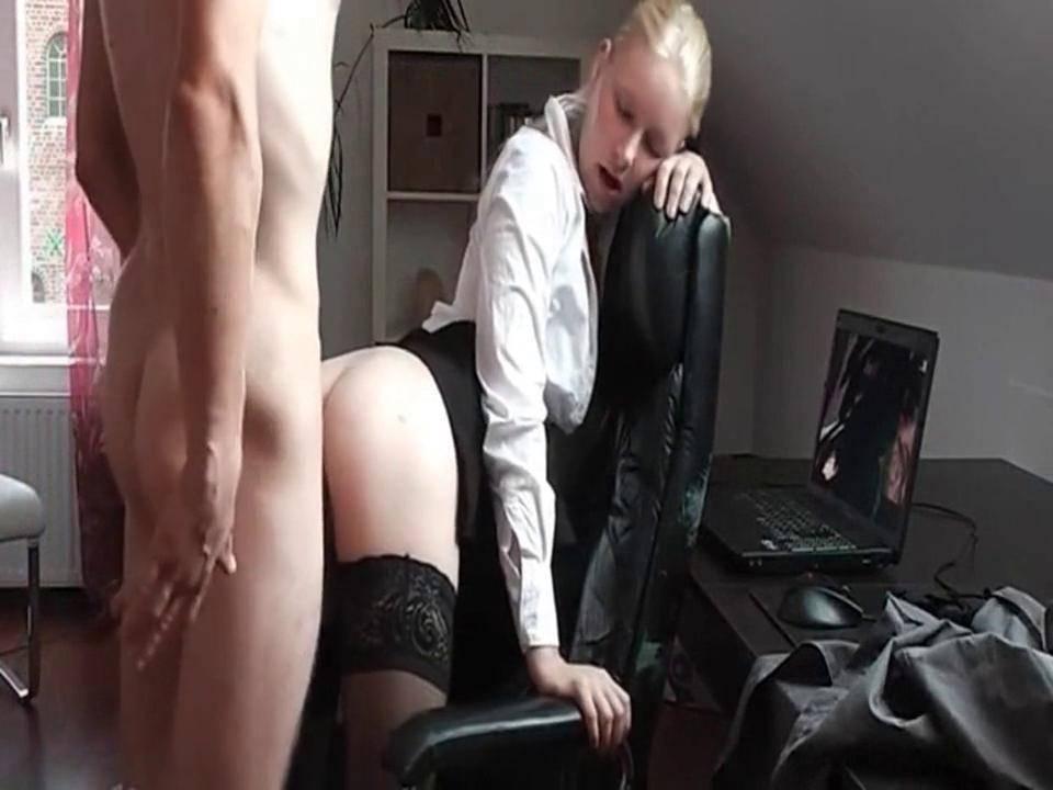 Русское порно в офисе на перекуре, порно агент россия