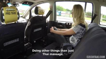 Чешский таксист трахается с блондинкой в машине