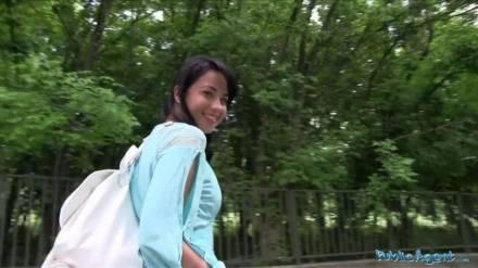 Молодая русская тёлочка отдалась пикап мастеру прямо в парке