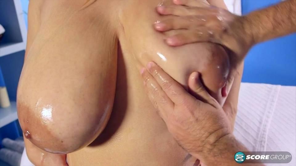 Эротический массаж для сучки с большой грудью