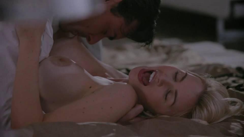 Похотливый супруг кончает на лицо жены после нежного секса