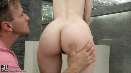 Оральный и вагинальный секс с девушкой с волосатой киской