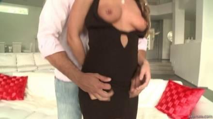 Струйный оргазм во время секса молодой блондинки