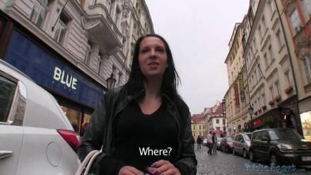 Секс с студенткой в подъезде жилого дома
