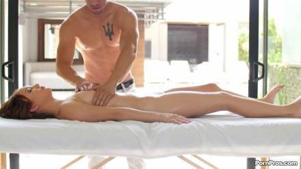 Невероятный секс в спа салоне с массажистом из Азии