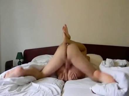 Секс в номере отеля на скрытую камеру