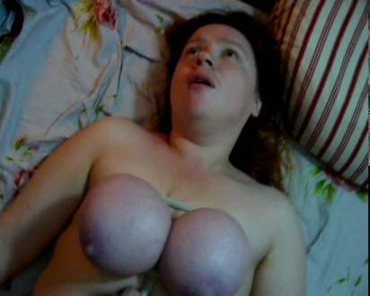 Толстая, русская сука по имени Наташа, трахается с туго связанными сиськами
