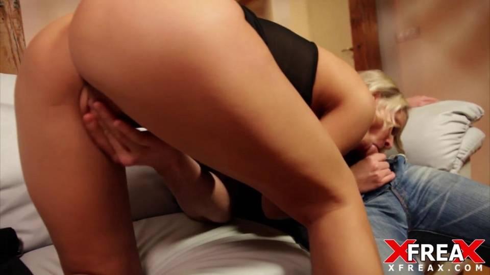 Анальные игры с секси блондинкой