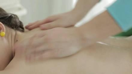 Извращенный массажист занялся оральным сексом с клиенткой и поимел её в пилотку