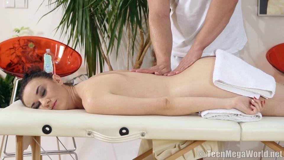 Немного интимного массажа