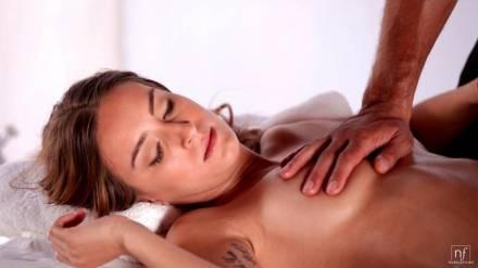 Пришла на массаж и секс одновременно