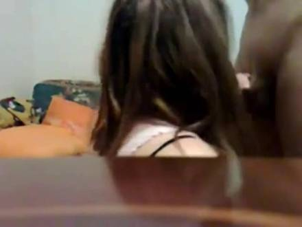Девочка с глубоким ртом делает шикарный минет своему возлюленному