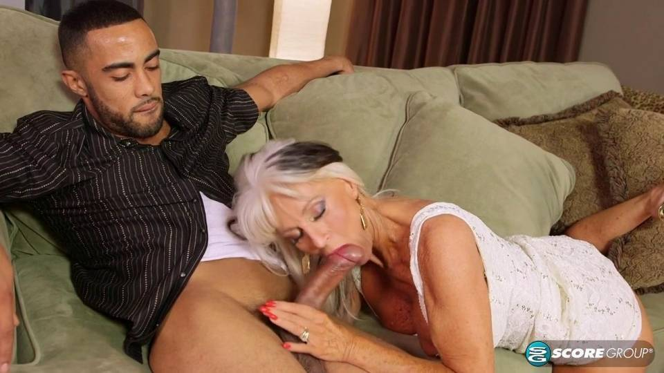 Sally D Angelo 60-ти летняя развратница