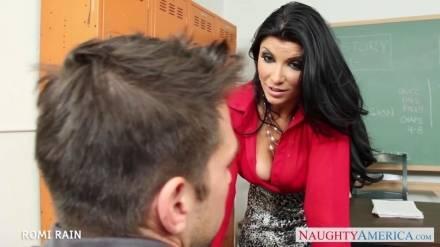 Эта училка знает, как увлечь студента её предметом