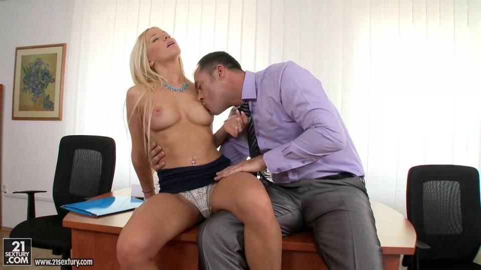 Обалденный секс с блондинкой