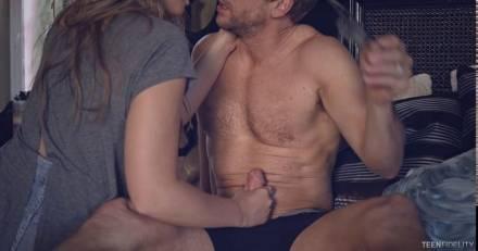 Красивая эротика на грани порно с молодой блондинкой