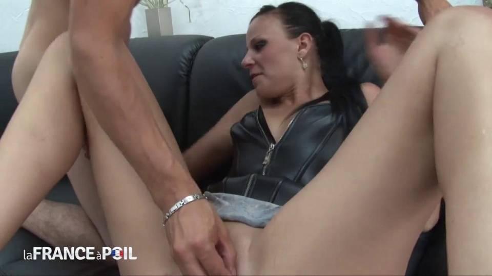 Француженка обожает фистинг и анальный секс