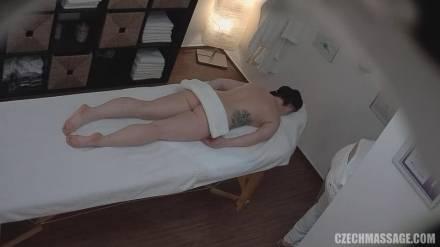 Чешский массажист снял секс с клиенткой