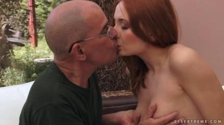 Седой дед и немолодая развратная проститутка