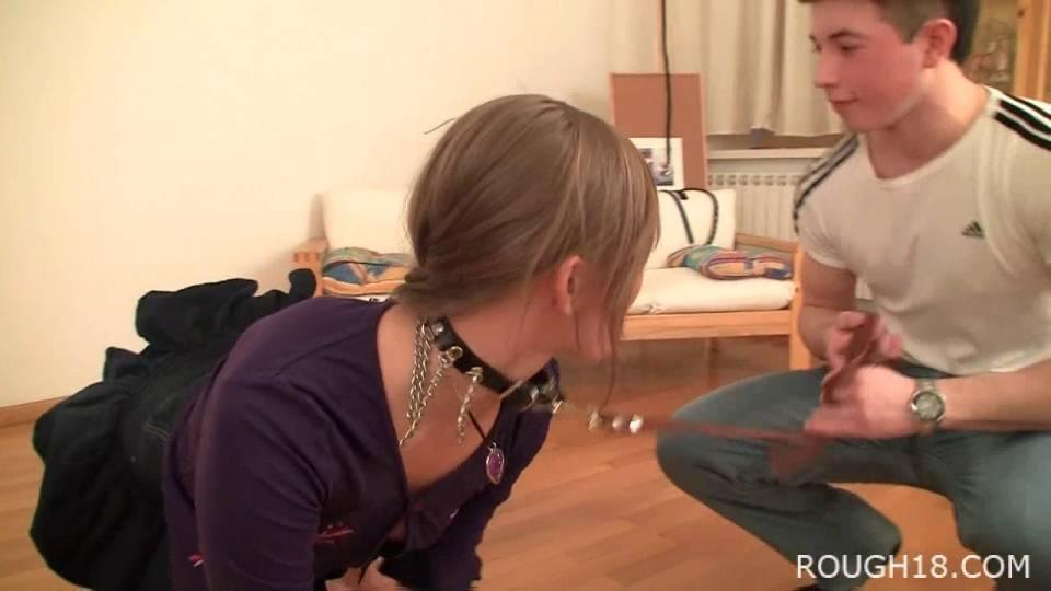 Молодая русская парочка занимается любовью в стиле лёгкого БДСМ