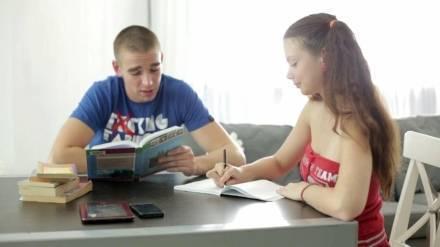 Русская студентка трахается верхом на члене
