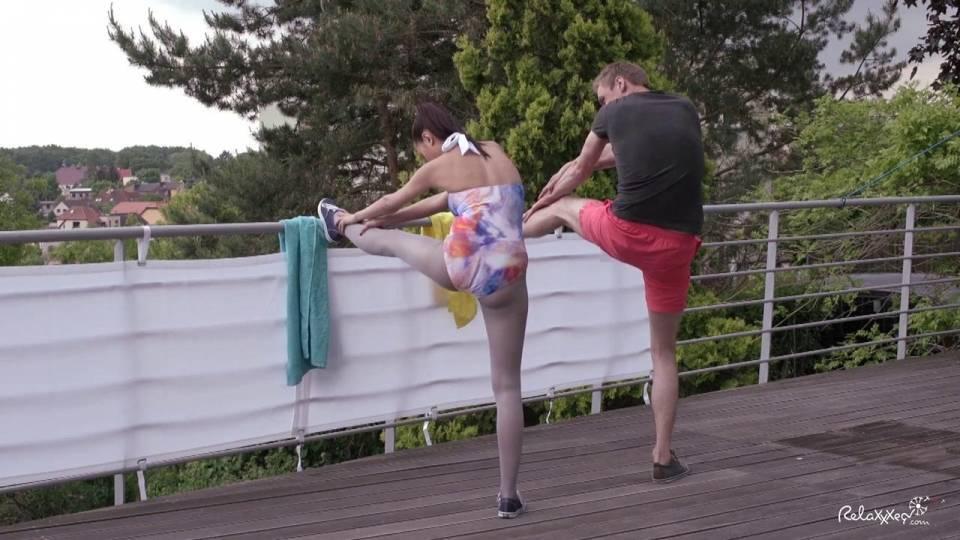 Чешская пошлячка обрабатывает большой пенис тренера по йоге