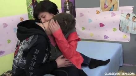 Нежный секс парня и девушки после катания на роликах