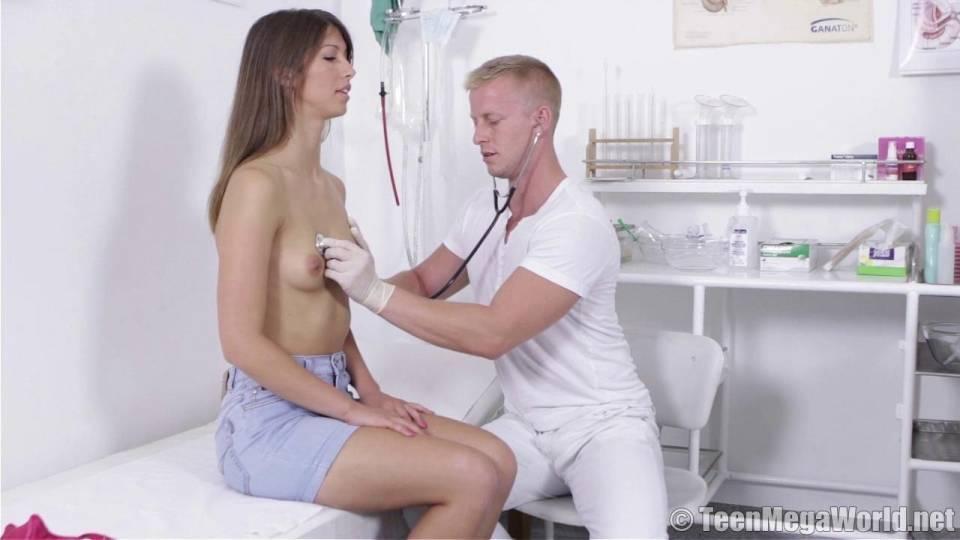 Гинеколог воспользовался своей сексуальной пациенткой